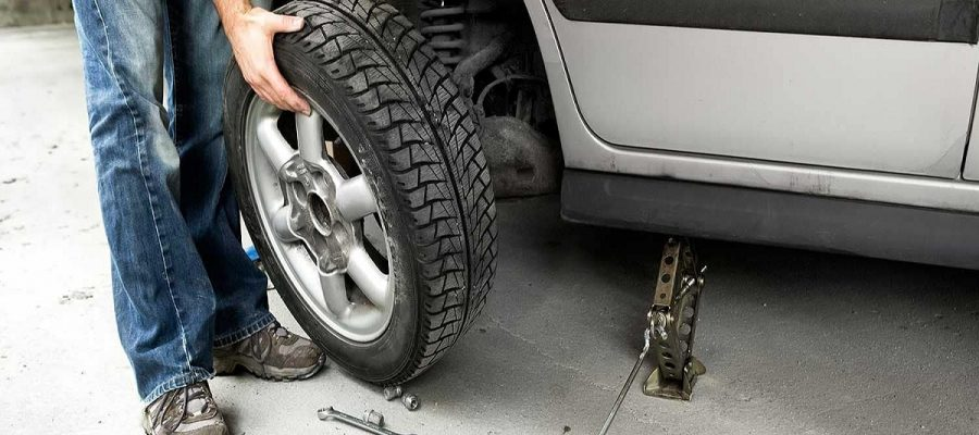 What Should You Do When Your Car Tire Gets a Puncture on a Highway?