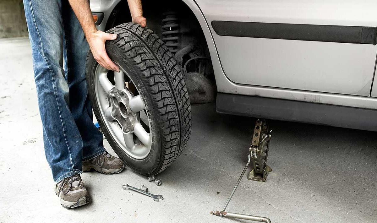 What Should You Do When Your Car Tire Gets a Puncture on a Highway
